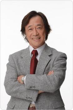 武田哲矢 赤ネクタイ.jpg
